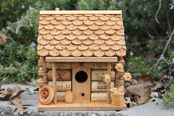 Maisonnette cabane doiseaux, de bois et de vin bouchons ~ Cabane Oiseaux Bois