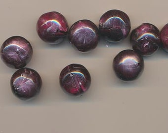 Eight beautiful vintage lucite beads - swirled purple and magenta - 18 mm