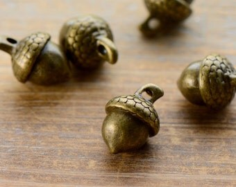 Large Acorn Charms, Antique Bronze, Woodland, Vintage Jewelry Supplies (BC143)