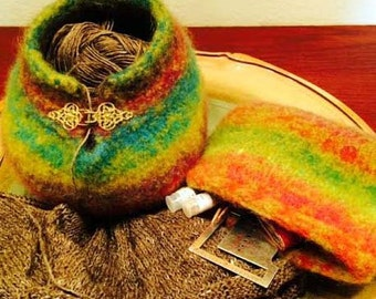 Yarn Bowl for Sock Knitter's Hand Knit, Felted,  Wool Yarn Bowl with matching Zippered Knitting Notions Bag, Kureyon Noro, with  gold clasp