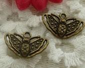 10 Bee Charm Antique Bronze 19 x 12 mm  - bz309