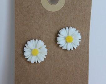 Daisy Post Earrings