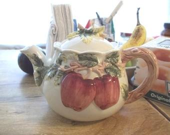 1991 Teapot apple branch handle Locking lid Beautiful