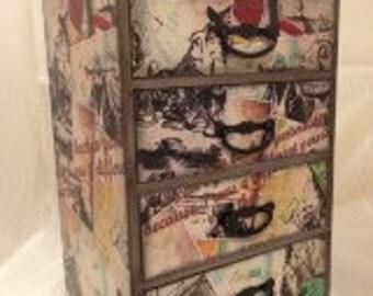Alice In Wonderland Storage Chest