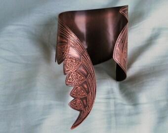 Dragon tail cuff - Medieval etched cuff - copper elven cuff - futuristic