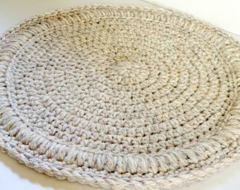 Plush Cat Mat, Crochet Round Rag Rug, Thick Area Floor Rug for Cat or small Dog, in a Wheat/ Oatmeal Beige Chunky Yarn, Crochet Cat Pad