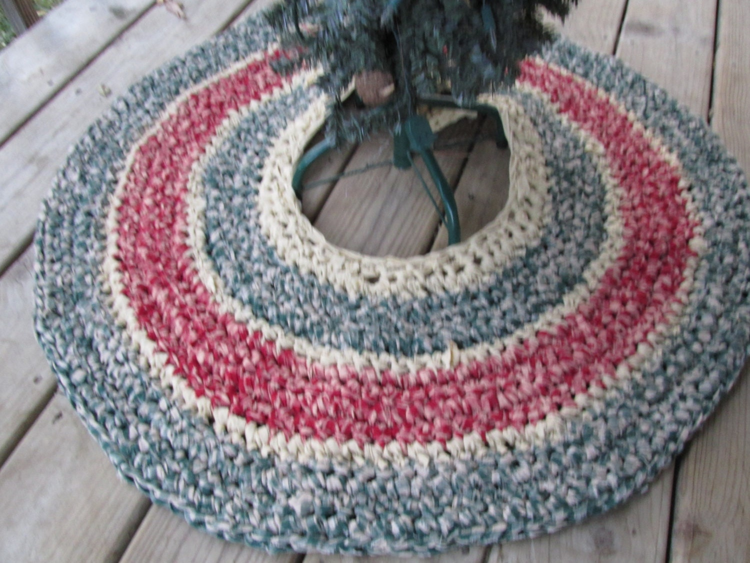 Country holiday christmas tree skirt crochet by