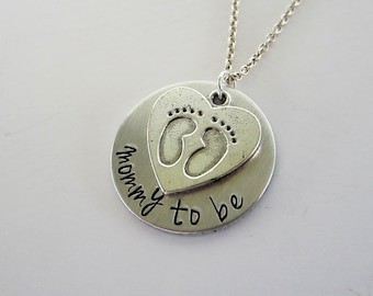 Mommy to be - Hand Stamped Necklace with heart shaped baby feet charm - Baby Shower Gift - Baby Feet Jewelry - Pregnancy Reveal