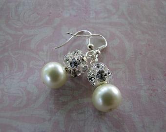 pearl and rhinestones dangle earrings. Bridesmaid jewlery earrings, bridal jewlery set.