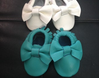 Teal Baby Moccasins Turquoise Toddler Mocs Baby Girl Moccasins Bow Moccasins Aqua Babies First Christmas Gift Baby Shower gift Teal bow mocs