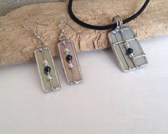 Pendant and Earring Set Gray Iridescent Glass