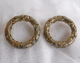 Vintage Earrings Pierced Post Round Geometric design in different gold,silver,copper tones - UNIQUE - Circle Earrings