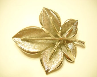 Vintage BSK Silver Tone Leaf Brooch (5089)
