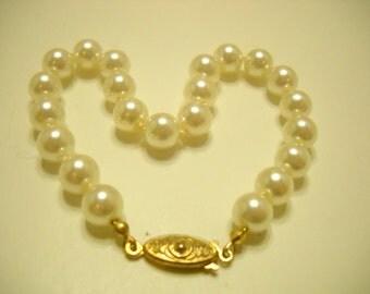 Vintage Gold Tone & Faux Pearl Bracelet (7859**) 8mm