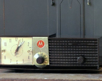 Vintage Motorola Alarm Clock Radio, Brown, Volumatic, Electronics, Collectible