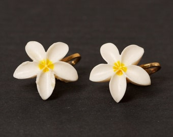 Vintage Lucite White Floral Clip Earring
