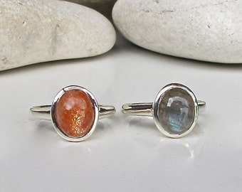 Stack Sunstone Labradorite Ring- Oval Bezel Stone Ring- Jewelry Gift- Gemstone Stack Ring- Statement Iridescent Rings- Unique Gemstone Rings