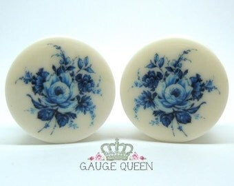 "Delft Blue Rose Plugs. 4g /5mm, 2g /6.5mm, 0g /8mm, 00g /10mm, 1/2"" /12.5mm, 9/16"" /14mm, 5/8"" /16mm, 3/4"" /19mm, 7/8"" /22mm, 1"" /25mm"