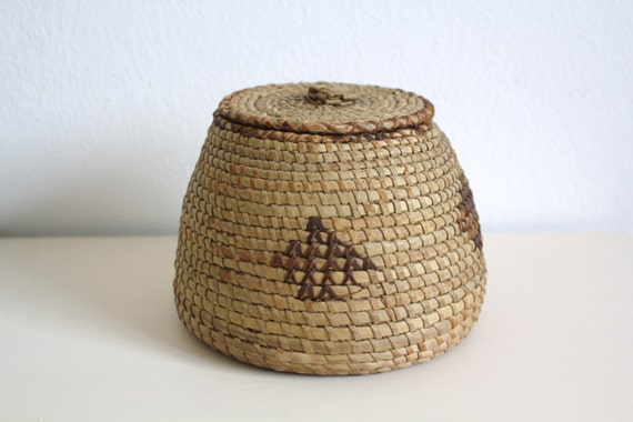 Traditional Small Wicker Basket With Liner&handle : Vintage small wicker basket with lid round ethnic folk