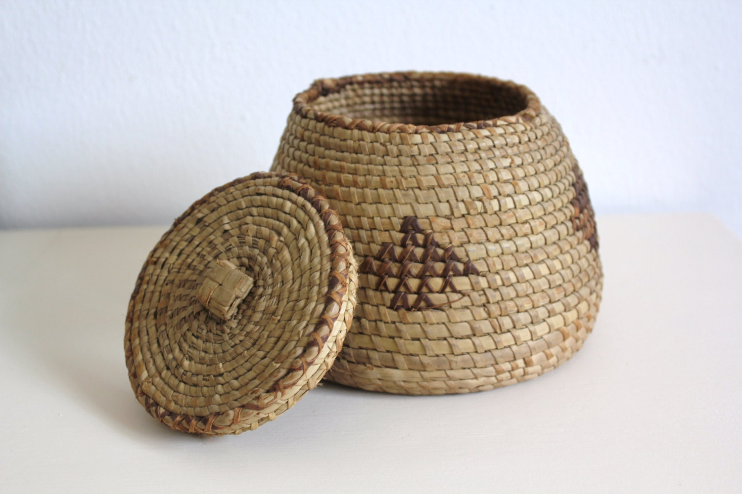 vintage small wicker basket with lid round ethnic by cakenumber9. Black Bedroom Furniture Sets. Home Design Ideas