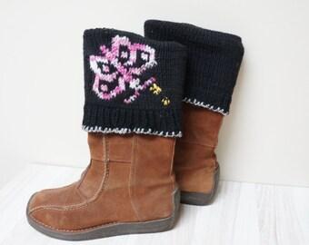 Boot cuffs hand knit butterfly Leg warmer Scandinavian topper pink black cable knit patterned folding ready to ship Wool crochet