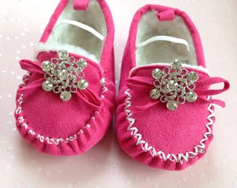 Pink Baby shoes,newborn shoes,crib shoes, baby girl gift,baby shower gift,infant shoes, baby moccasins,baby girl shoes