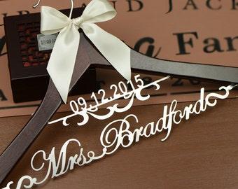 Personalized Wedding Dress Hanger, Deluxe Custom Bridal Hanger, Bride Name Hanger, Bridesmaid Hanger, wedding gift L002