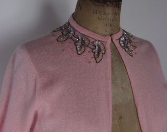 1950s Beaded Pink Cashmere Sweater by Jay Thomas    size Medium