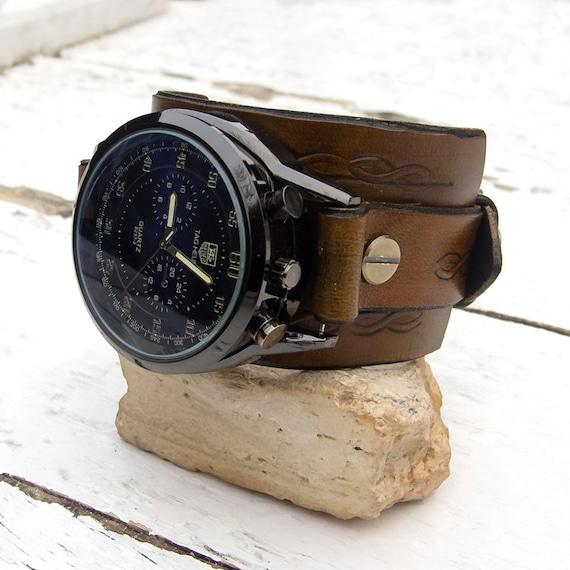 bracciale in pelle con orologio