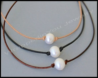 Pearl Leather CHOKER - Dainty 1mm Leather Cord w/ Knotted Single Freshwater Pearl Choker Necklace - Lariat Style - COLOR / LENGTH - Usa - 68
