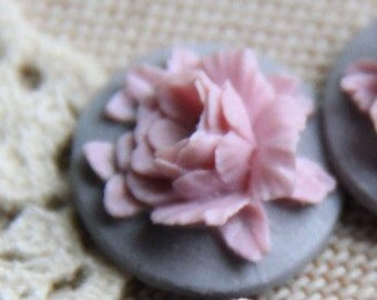 12 Pcs of Resin flower cabochon 18mm-RC0135-3-lilac on grey