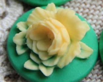12 Pcs of Resin flower cabochon 18mm-RC0135-14-yellow on green