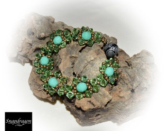 Green jewelled bracelet, with strong magnetic clasp