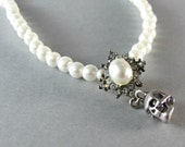 Gorgeous skull and faux pearl necklace, pearl choker, wedding bridal necklace, goth necklace, gothic choker Tom Binns style.