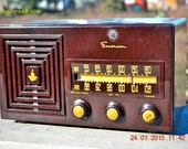 1949 AM/FM Emerson Model 659 Brown Swirly Marbled Bakelite Tube Radio