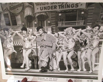"""Vintage 1952 Press Release of Movie """"Singin in the Rain""""  -Gene Kelly and the GIRLS"""
