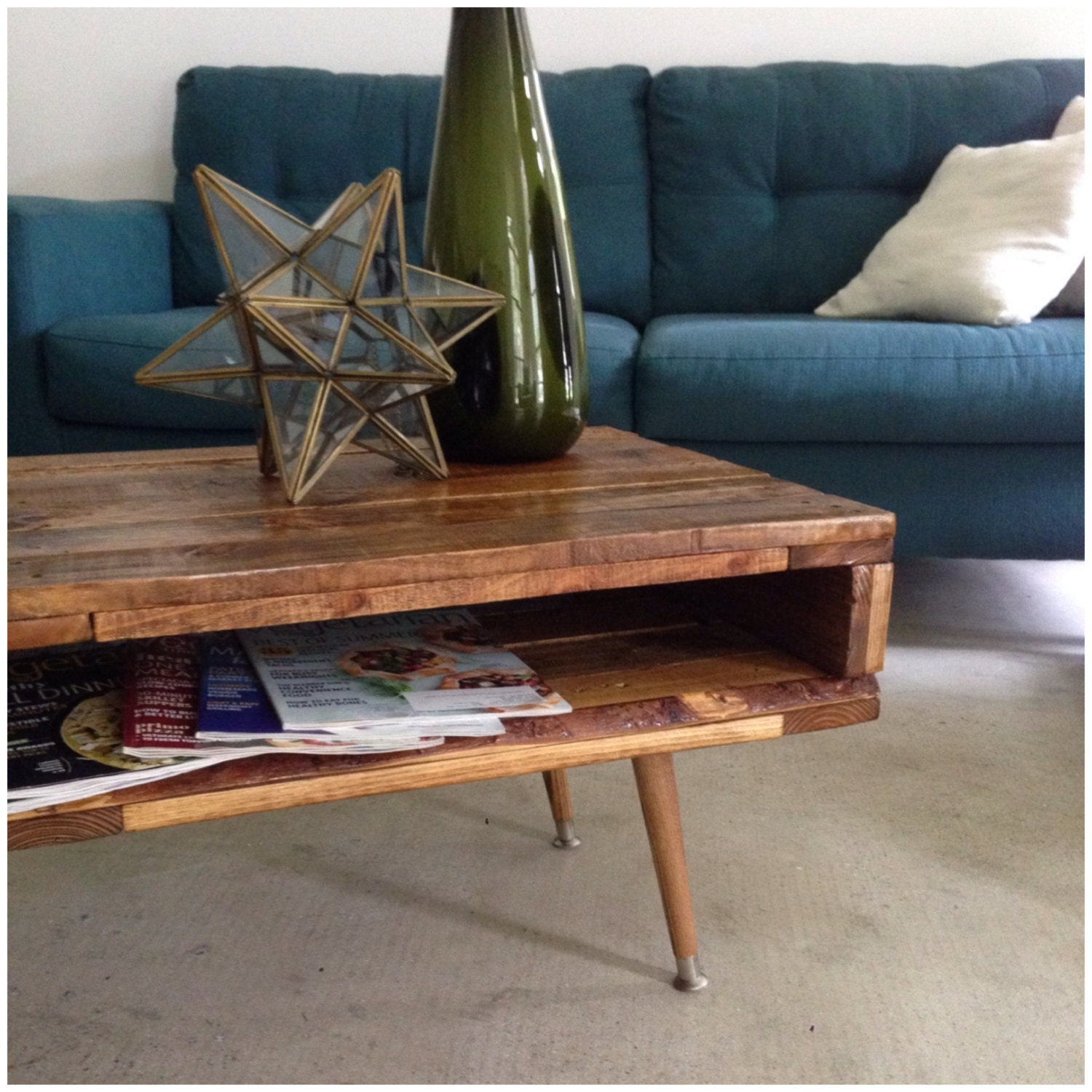 The Mid Century Mod Pallet Coffee Table