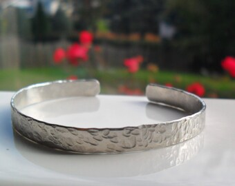 Hammered aluminum bracelet,  adjustable stackable bracelet, textured metal bangle, modern aluminum jewelry, casual bracelet, gift for her