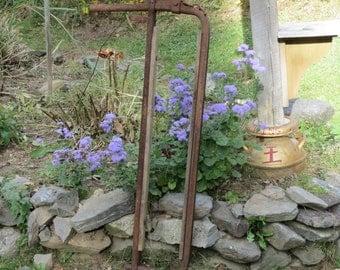 Farm Fresh Barn Treasure!! Vintage Rusty Metal and Wood Cow Stanchion