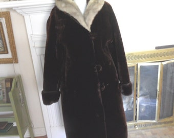 Small brown mouton coat with grey mink fur collar / Simpson's / Feelite, full length / needs new lining