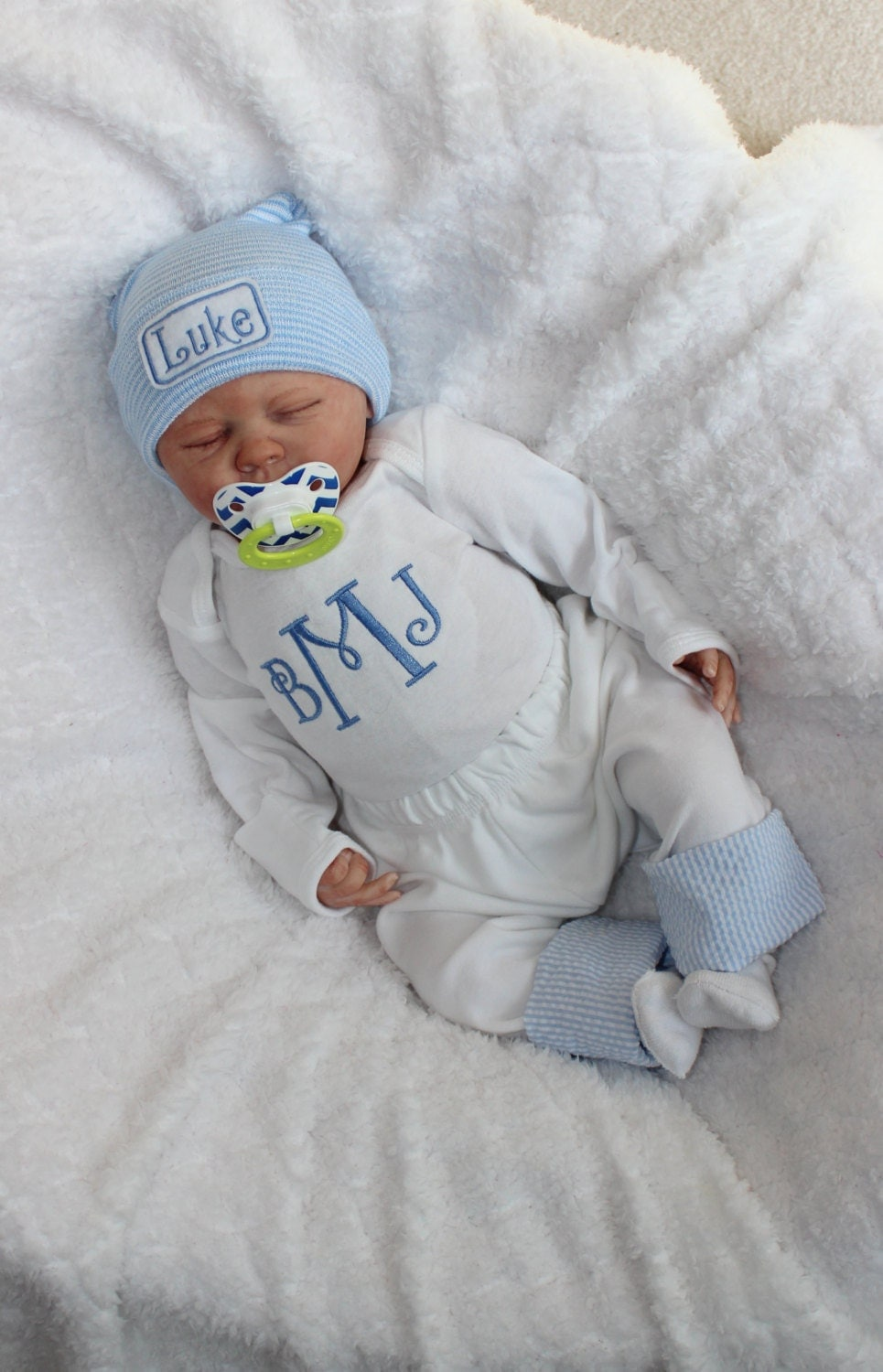 Selecting a coming home outfit is one of the most fun parts of expecting a baby! Your baby will wear this special outfit when you leave the hospital or birth center, and it .
