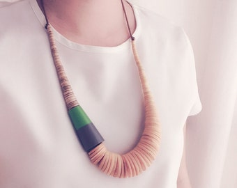 Color-dyed Gray Wood and Resin Color Block Ajustable Necklace