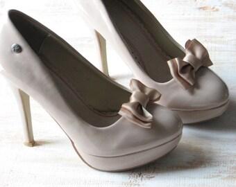 Champagne shoe clips Champagne shoes Champagne wedding shoes Champagne shoe bows Champagne bridal shoes Champagne bridesmaids Gold champagne