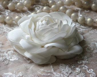Ivory hair flower Wedding hair peony Ivory hair peony Bridal headpiece Wedding peony Ivory hair pins Ivory wedding flower Ivory hair clips