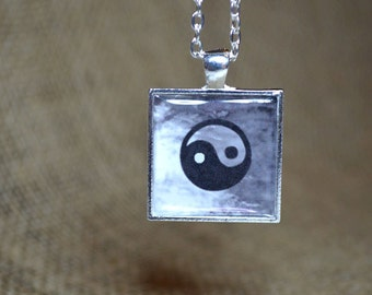 YING YANG Resin Pendant Resin Jewelry Ying Yang Necklace Feng Shui Inspirational Jewelry Ying Yang Jewelry black and white