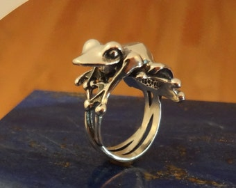 Truro Frog Ring - Handmade in the Pacific Northwest
