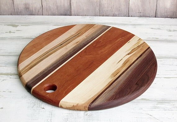 wooden cutting board round cherry ambrosia maple by foodiebords. Black Bedroom Furniture Sets. Home Design Ideas