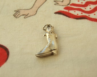Vintage sterling silver puss in boots charm  142