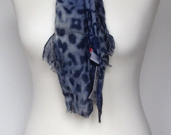 Animal print scarf in blue