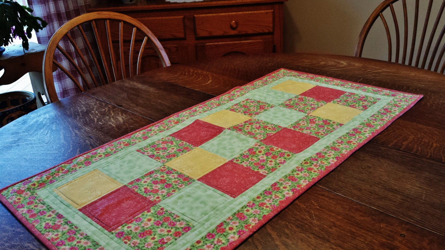 Quilted table runner table runner quilted patchwork runner for Table runner
